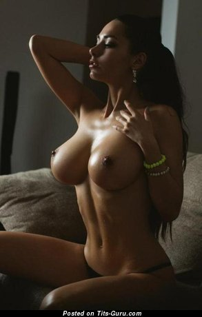 Good-Looking Moll with Good-Looking Exposed Medium Tittys (Xxx Pix)