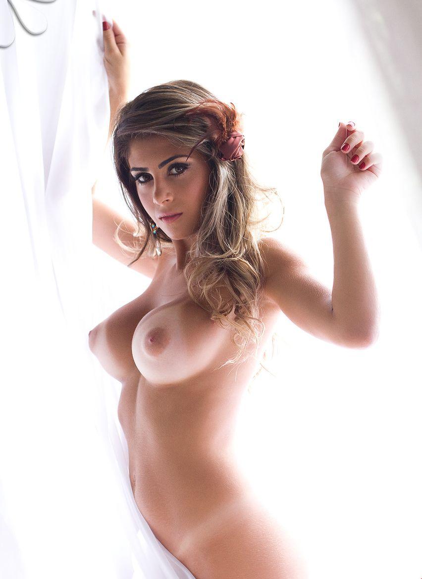 Стоячая грудь фото девушек 17 фотография