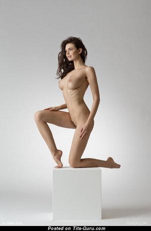 Изображение. Jasmine Andreas - фотка красивой брюнетки топлесс с большими сисечками, большими сосками