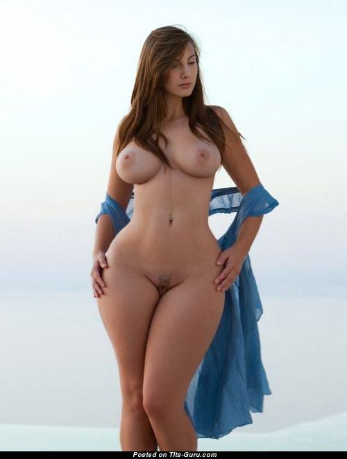 Фото пышных голых бедер