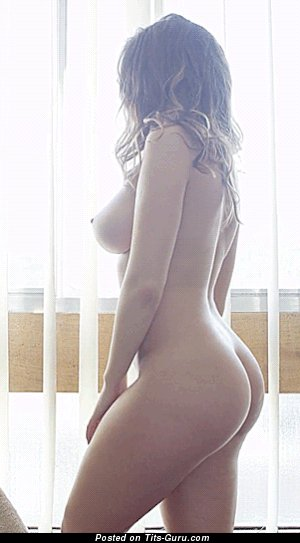 Nude wonderful lady with natural tittys picture