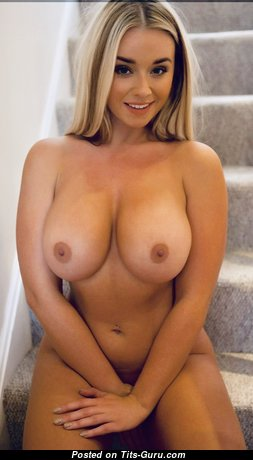 The Nicest Blonde Babe with The Nicest Exposed Real Chest (Xxx Foto)