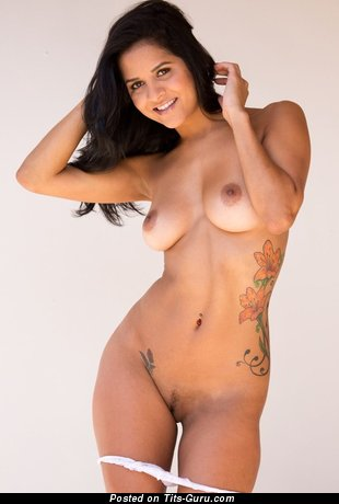 Naked beautiful woman with natural boob pic