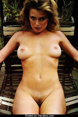 Pamela Zinszer: топлесс блондинка Playboy (США) с сексуальной голой натуральной грудью,пухлыми сосками,с загаром (ретро hd ню фотка)