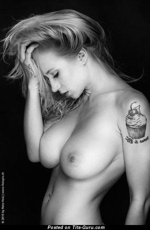 Изображение. Natasha Legeyda - фотография сексуальной голой блондинки с большой натуральной грудью