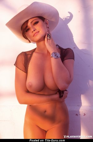 Chelsie Aryn - naked awesome lady with big natural breast pic