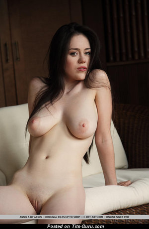 Annis - Fascinating Lassie with Fascinating Bare Real Soft Melons (Xxx Pix)