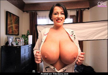 Изображение. Leanne Crow - фотография офигенной обнажённой чувихи с гигантской грудью