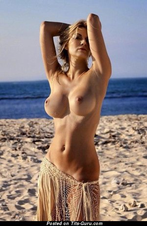 Adorable Blonde with Adorable Open Mid Size Breasts on the Beach (Sex Foto)