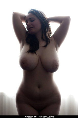 Splendid Babe with Splendid Bare Natural Titty & Puffy Nipples (18+ Foto)