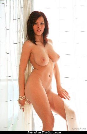 Изображение. Iga Wyrwal - фотография горячей голой рыжей с среднего размера натуральной грудью, большими сосками