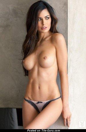 Изображение. Фото шикарной голой девахи с большой грудью