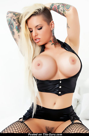 Christy Mack - nude hot female with big fake breast pic