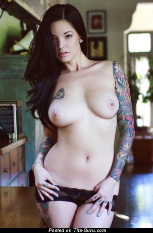 Image. Naked beautiful woman with medium natural breast pic