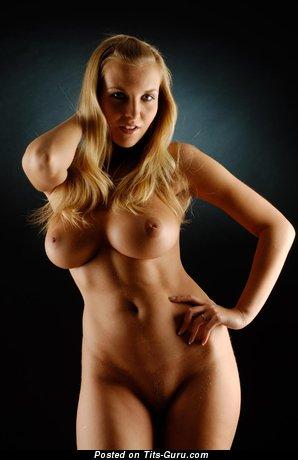 Изображение. Chikita - фотка восхитительной голой блондинки с большой грудью