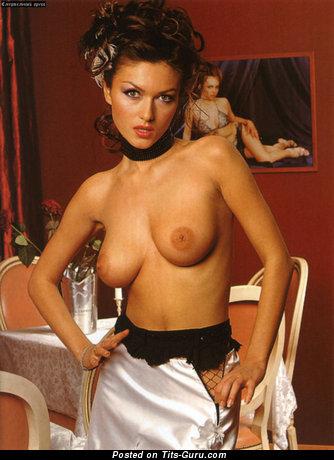 Юлия Токшина: женщина с умопомрачительными оголёнными натуральными средними титями (hd секс картинка)