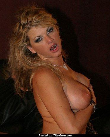 Картинка горячей голой женщины с большими сисечками