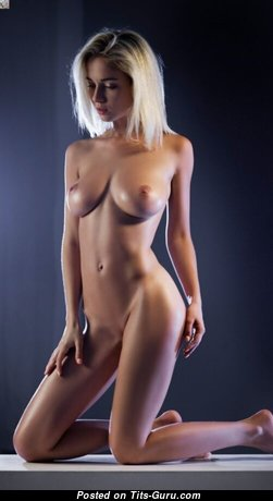 Splendid Naked Blonde (Sex Pix)