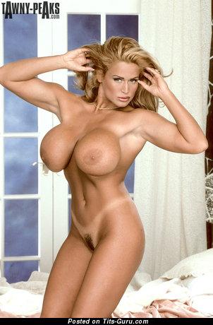 Tawny Peaks - Beautiful Nude American Red Hair Pornstar & Strippers (Hd Xxx Image)
