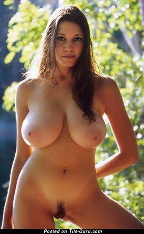 Изображение. Miriam Gonzalez - изображение горячей раздетой модели с большими натуральными дойками