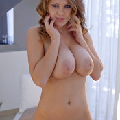 Viola Bailey - nice woman with natural tits pic