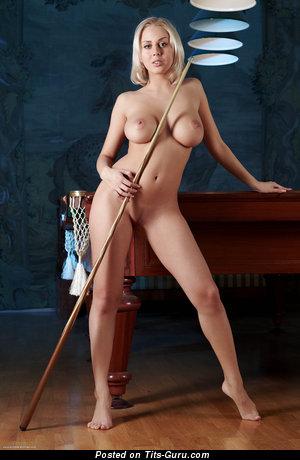 Mandy Dee - фото обалденной обнажённой блондинки с большой грудью