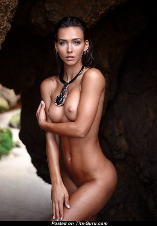 Wonderful Glamour Undressed Babe with Erect Nipples (Xxx Pic)
