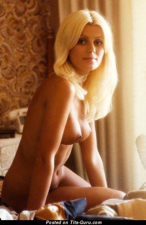 Изображение. сиськи фото: ретро, средние сиськи, натуральная грудь