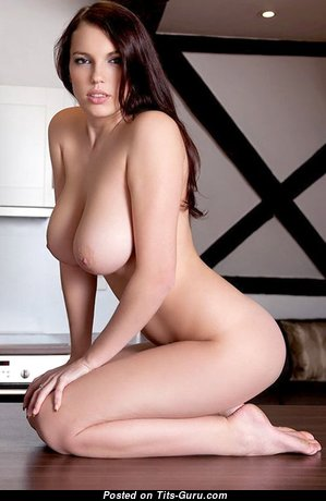Stunning Babe with Stunning Exposed Natural D Size Titty (18+ Pic)