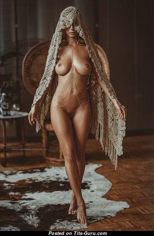 Splendid Nude Babe (Hd Porn Picture)