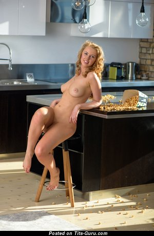 Helene - naked awesome female with natural breast pic