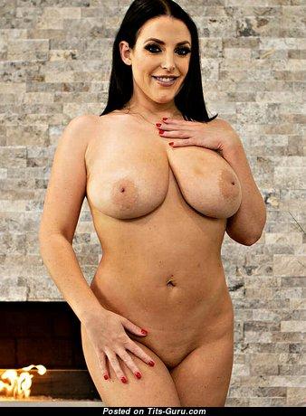 Angela White: брюнетка эскорт красотка и порнозвезда (Австралия) с офигенной голой натуральной солидной грудью и большими сосками (hd порно картинка)