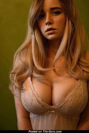 Awesome Non-Nude Babe (Xxx Pix)