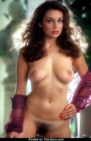 Изображение. Liz Glazowski - фотка невероятной обнажённой брюнетки с среднего размера грудью ретро