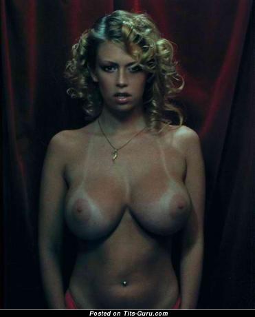 Jenna Jameson - Elegant American Blonde Babe with Elegant Naked C Size Knockers (Porn Foto)