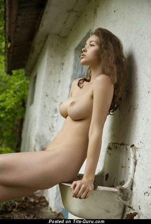 Alluring Female with Alluring Naked Natural Average Boobys (Xxx Foto)