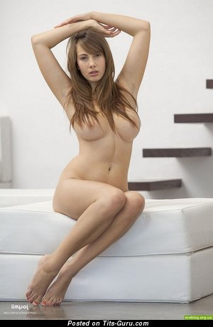 Image. Nude hot woman with medium natural tittes picture