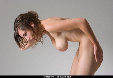 Изображение. Фотка горячей обнажённой девушки с большими натуральными сиськами