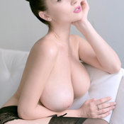 Hot woman with huge natural boobies pic