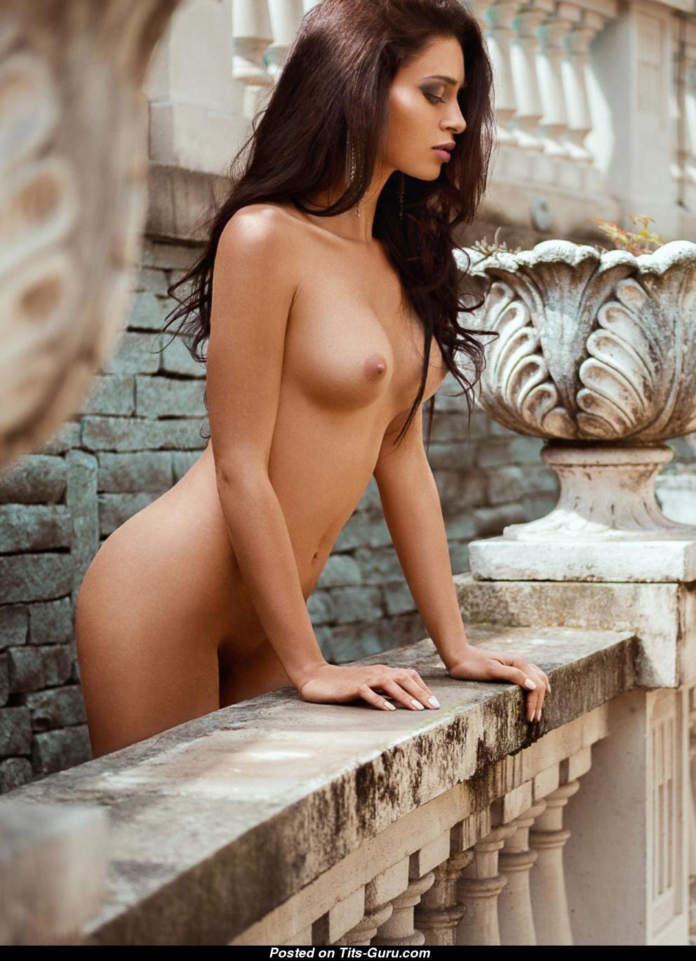 Italian model natalina marie shows curves