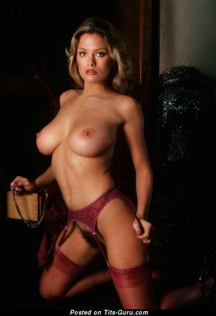 Изображение. Gig Gangel - изображение шикарной обнажённой девушки с натуральными дойками ретро