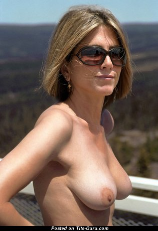 Jennifer Aniston & Pleasing Topless & Painted American Blonde & Red Hair Actress with Pleasing Exposed Natural D Size Titty & Big Nipples (Hd Sexual Pic)