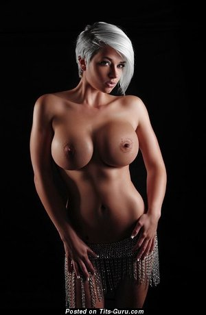 Perfect Babe with Perfect Bare Round Fake Tight Boobys (Sex Picture)