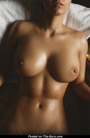 Amazing Lassie with Amazing Nude Real Medium Boobie & Tan Lines (Sexual Picture)