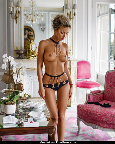 Grand Unclothed Blonde (Hd Porn Photo)