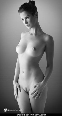 Dazzling Babe with Dazzling Naked Real Tit (18+ Image)