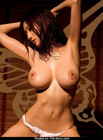 Charming Babe with Charming Exposed D Size Tittys (18+ Pix)