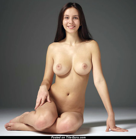 Superb Babe with Magnificent Bare Natural Normal Boob (Sex Picture)