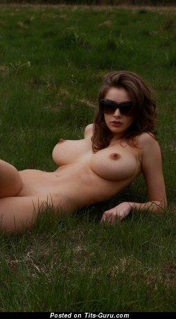 Изображение. Фото горячей раздетой девахи с большими дойками