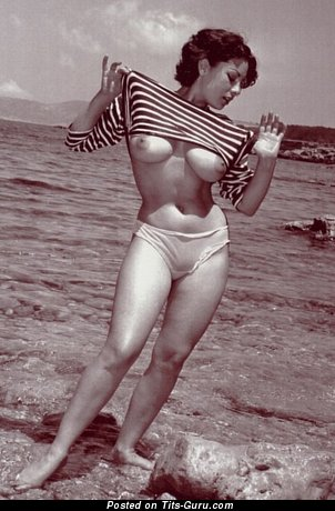 Wonderful Woman with Wonderful Exposed Real Mid Size Tittes (Vintage Xxx Foto)